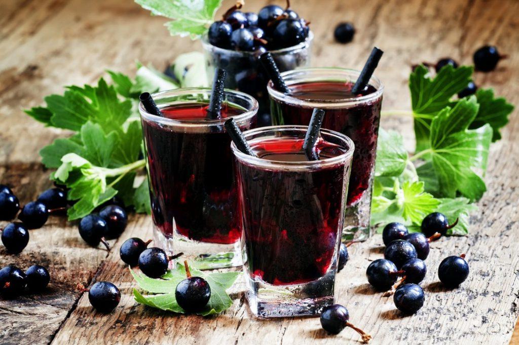 vino-iz-chernoj-smorodiny-recept