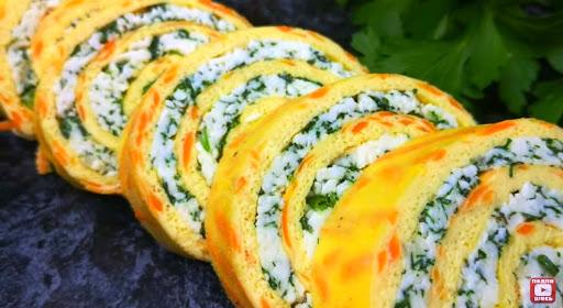 rulet-iz-omleta-s-syrnoj-nachinkoj